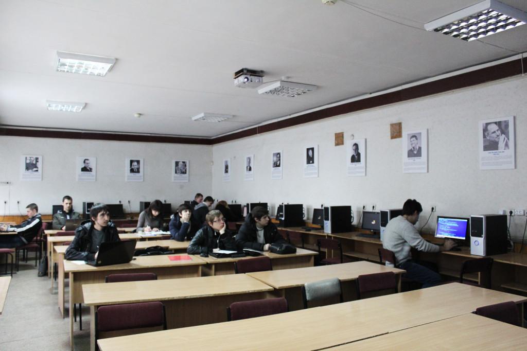 Занятие в аудитории 221 кафедры системной инженерии